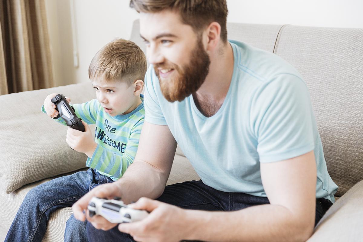 – Hvis man som gamer slutter med andre aktiviteter, kutter sosial kontakt, skulker skolen og dropper lekser, spiller om natten, prøver å trappe ned eller slutte men klarer det ikke, så er det signaler som bør tas på alvor, sier Kjellaug Tonheim Tønnesen.
